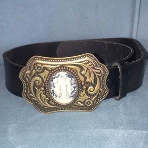 Moda International cameo buckle belt 🎀🤠👖